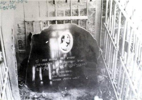 ტერენტი გრანელის ყოფილი საფლავი პეტრე-პავლეს სასაფლაოზე, გრანელის დიდუბეში გადასვენების შემდეგ დაიდგა მემორიალური ქვა