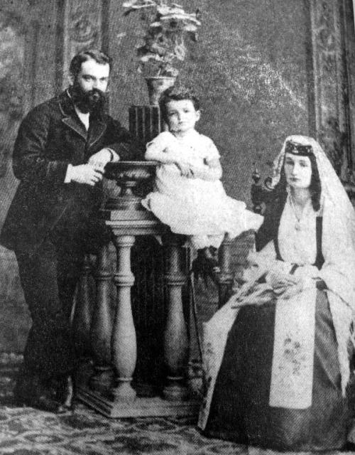 ალექსანდრე ჯავახიშვილი და სოფიო ვახვახიშვილი უფროს ქალიშვილ ეკატერინესთან ერთად