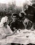 დესპინე - ტარიელ მკლავიძის მკვლელობის საქმე, კადრში  მარჯვნივ დიმიტრი ყიფიანი, მარცხნივ კოტე მიქაბერიძე (სპირიდონის როლში), 1925