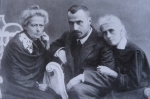 ანასტასია და ეკატერინე ნიკოლაძეები  თავიანთ დისშვილთან ირაკლი წერეთელთან