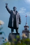 ვ. ი. ლენინის ძეგლი. მოქანდაკე ვ. თოფურიძე, უ. ჯაფარიძის მონაწილეობით, არქოტექტორები: გ. მელქაძე, კ. ჩხეიძე, კ. ხეჩინაშვილი, შ. ყავლაშვილი