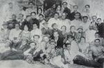 აკაკი ხორავა მესამე რიგში, მარჯვნიდან მეხუთე. სანდრო ახმეტელი მეორე რიგში მარცხნიდან მეოთხე, 1920-იანი წლები