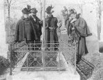 Freud, his three sisters, and mother  at his father Jacob's grave, 1897