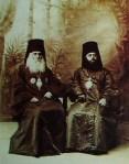 წმინდა მღვდელმთავარი ალესანდრე ოქროპირიძე და მისი ძმისშვილი ეპისკოპოსი ლეონიდე ოქროპირიძე, 1890-იანი წლები, ფოტოგრაფი ალექსანდრე როინაშვილი