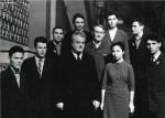 ილია ვეკუა - ნოვოსიმბირსკის სახელმწიფო უნივერსიტეტის პირველი რექტორი; რ. საგდეევი - ფიზიკის ფაკულტეტის დეკანი პირველ კურსდამთავრებულებთან. 1963 წ.