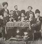 ილია ჭავჭავაძე ახალგაზრდების ჯგუფთან ერთად (1850 წ)