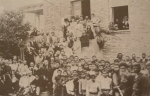უორდროპების ოჯახი (მარჯორი დედ-მამასთან და უმცროსი ძმა თომასთან ერთად) სტუმრად ილია ჭავჭავაძესთან 1896 წლის 20 ივლისს ილიაობაზე საგურამოში