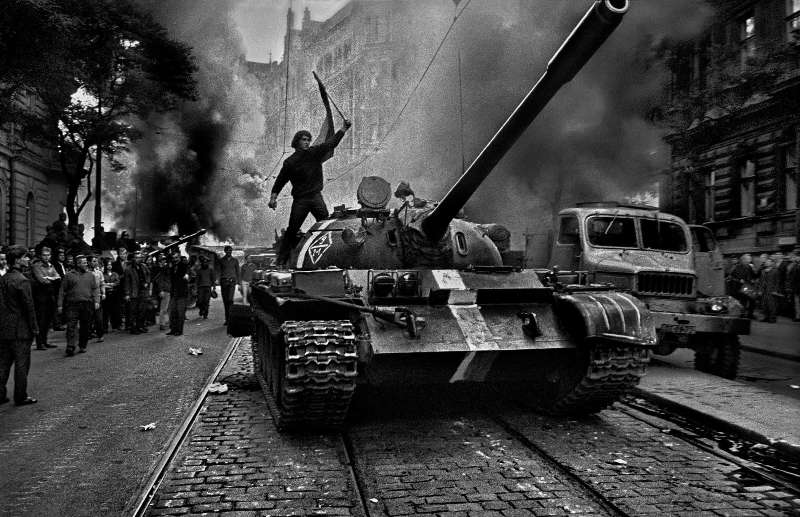 http://burusi.files.wordpress.com/2010/06/1968-prague-spring.jpg