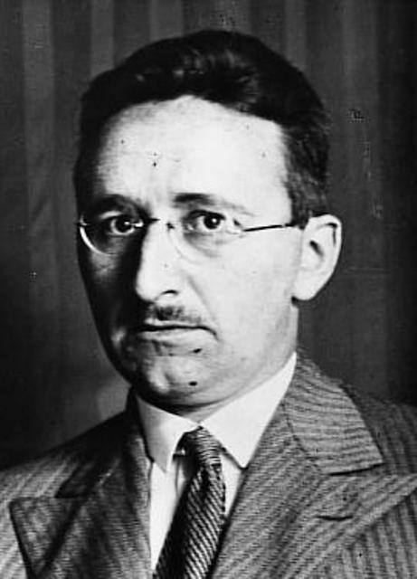 friedrich a hayek Friedrich august von hayek [ha'jεk], född 8 maj 1899 i wien, död 23 mars 1992 i freiburg im breisgau, baden-württemberg, var en österrikisk- brittisk.