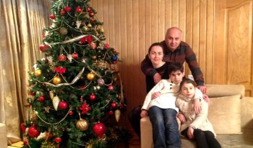 თენგიზ ვერულავა ოჯახთან: ეკა ელიავა. დაჩი და ნიტა ვერულავები